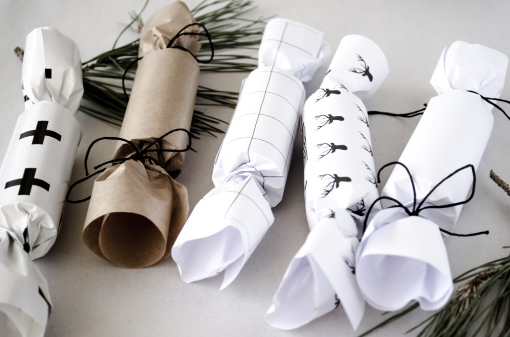 Diy christmas crackers crafty ideas with a festive snap be diy christmas crackers solutioingenieria Gallery